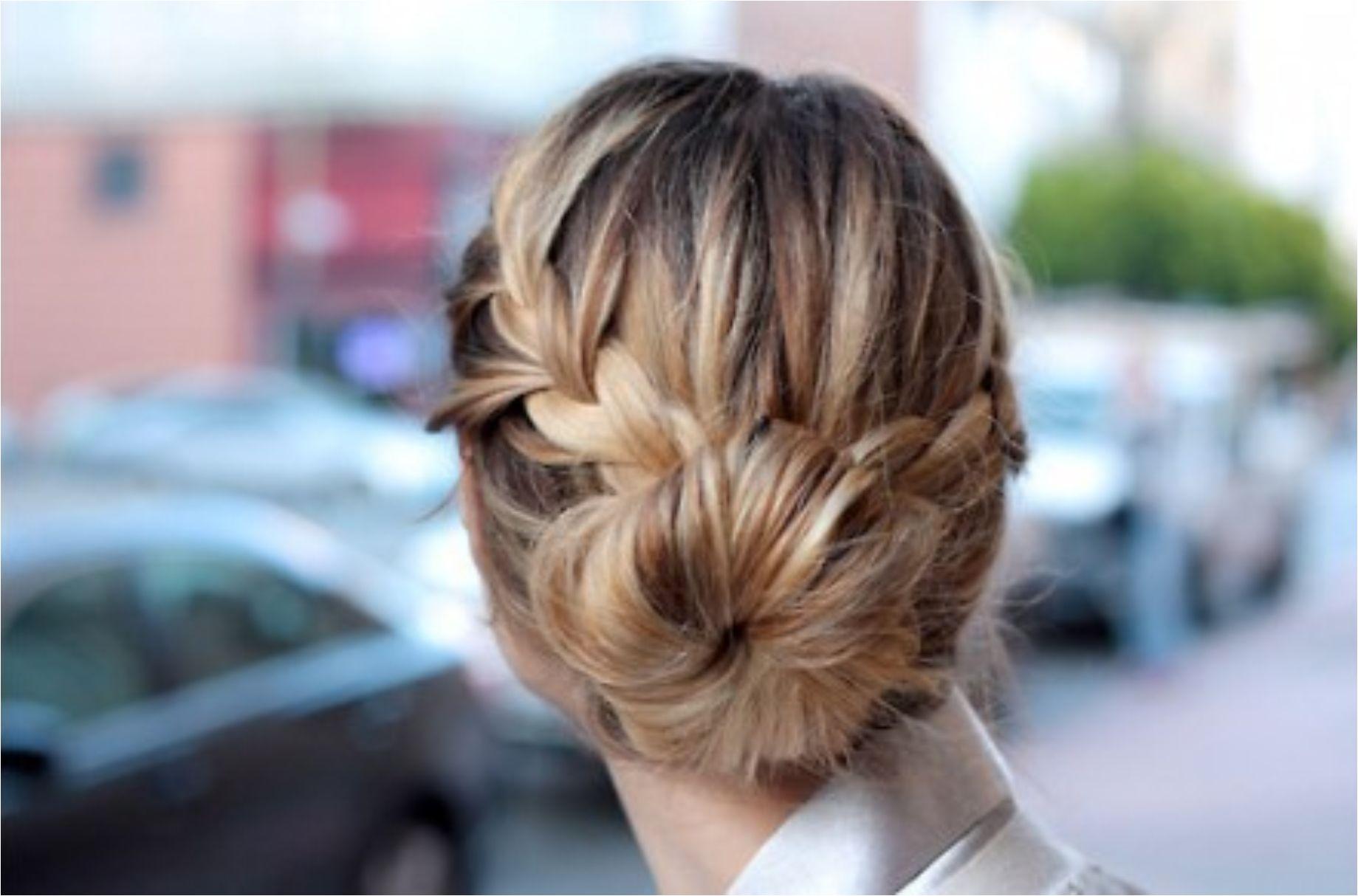 sock-bun-office-hairstyles-for-women-1